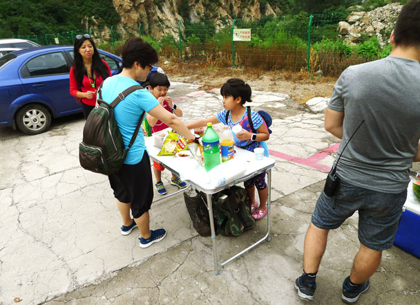 After swimming and hiking it was time for some snacks - Yunmeng Gorge Swim and Explore, 2017/7/23