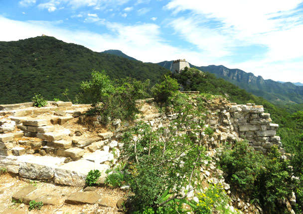 Up on to the Great Wall around the corner from those cliffs - Jiankou 'Big West' Great Wall, 2017/7/27