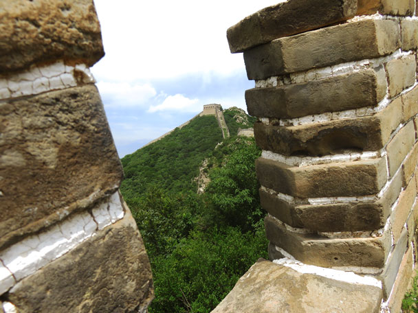 The tower seen through a gap in the battlements - Stone Valley Great Wall, 2017/7/29