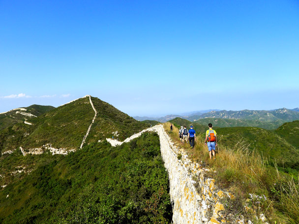 We made a detour around the steep part in front, a detour which required rather a lot of bushwhacking! - Zhenbiancheng and Big Camp Plate Great Wall, 2017/9/16