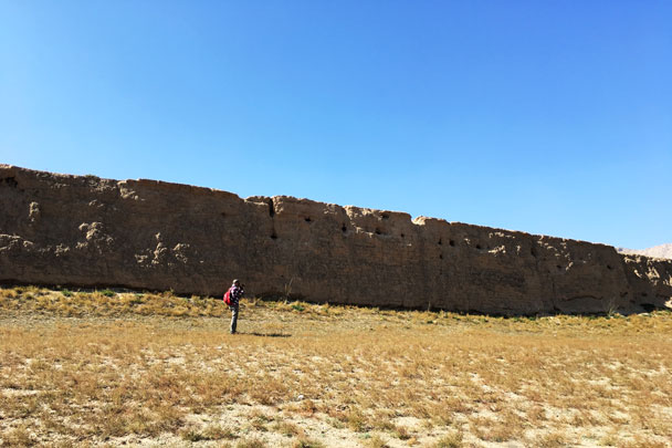 The Great Wall here was built with rammed earth. If there was a brick casing, it's all gone now - Alashan Desert Lakes and Temple, Inner Mongolia, 2017/10