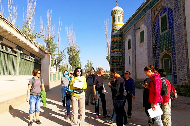 A local guide gave us all the details about the history of the tomb and the nearby mosque - Along the Silk Road from Korla to Kashgar, October 2017