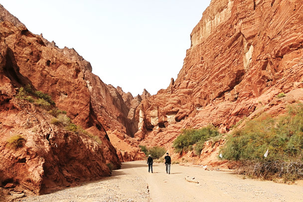 Hiking out of the canyon - Along the Silk Road from Korla to Kashgar, October 2017