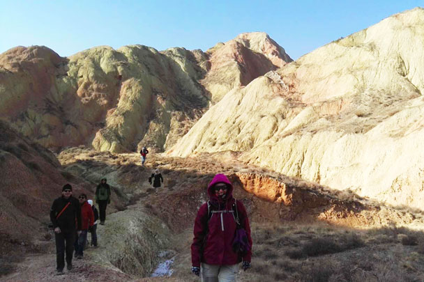 We hiked into a valley - Lanzhou Danxia Landform, Yellow River, and Bingling Temple, 2017/12