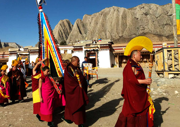 These monks are on the way to a Cham dance performance - Unveiling the Buddha at Labrang Monastery, 2018/02