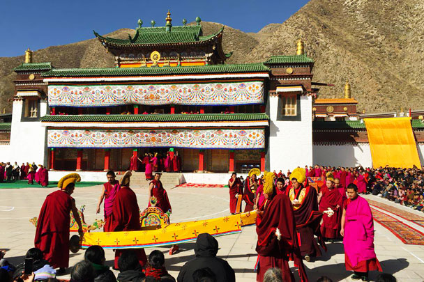 Getting ready for the Cham dance - Unveiling the Buddha at Labrang Monastery, 2018/02