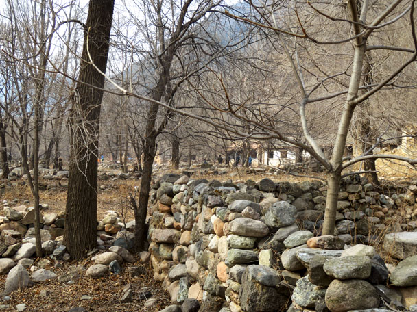 Old stone walls in the village - Yudu Mountains and Sujia River, 2018/03/03