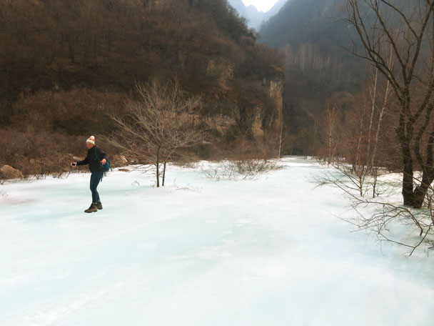 Hiking on the ice - Yudu Mountains and Sujia River, 2018/03/03
