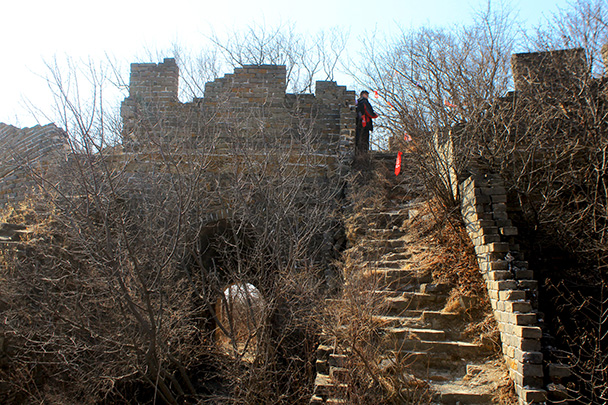 Red ribbons marked the trail - Chinese Knot Great Wall, 2018/03/10