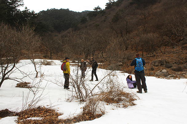 We stopped for lunch near a frozen stream - Big Black Mountain to the Walled Village, 2018/03/11