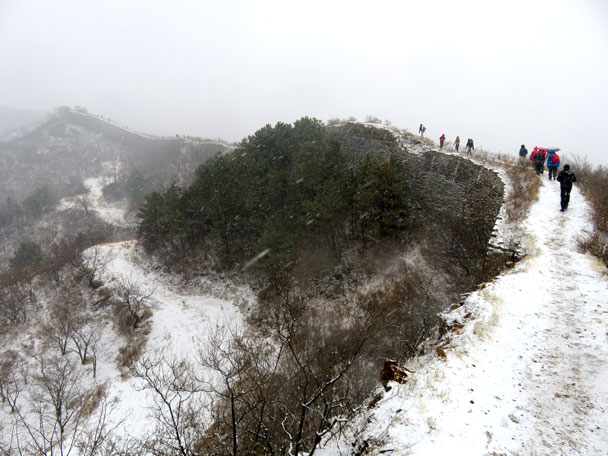Hiking slowly on the wall - Gubeikou to Jinshanling snow hike, 2018/03/17