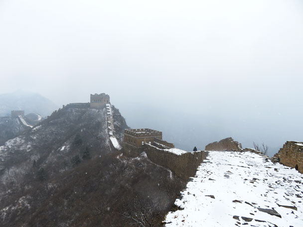 Coming on to the main part of the wall at Jinshanling - Gubeikou to Jinshanling snow hike, 2018/03/17