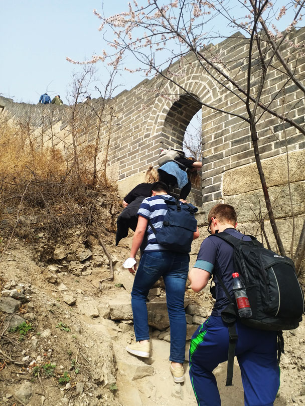 Getting on to the wall through an arched gate - Huanghuacheng Great Wall to the Walled Village, 2018/03/29