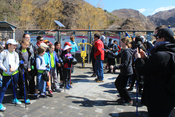 Time for some photos before setting off - Girl Scouts hike at Changyucheng, 2018/04/14