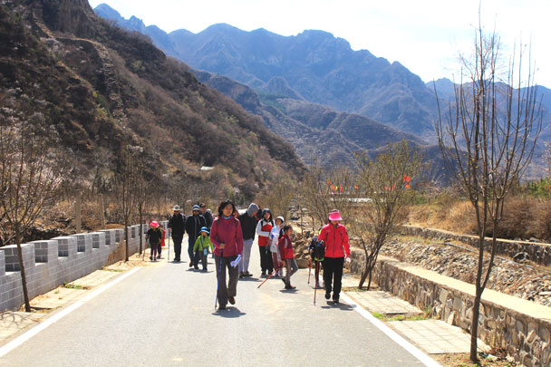 We hiked a paved trail up to the reservoir - Girl Scouts hike at Changyucheng, 2018/04/14