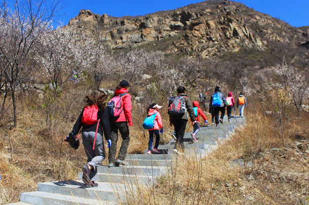 Stairs up to the reservoir - Girl Scouts hike at Changyucheng, 2018/04/14