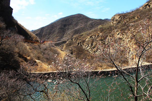 Views from beside the reservoir - Girl Scouts hike at Changyucheng, 2018/04/14