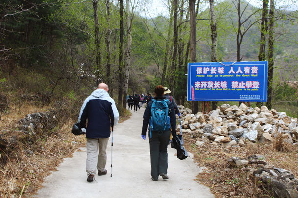 As the sign reads, everyone is responsible for protecting the Wall - Earth Day clean up hike at the Jiankou Great Wall, 2018/04/22