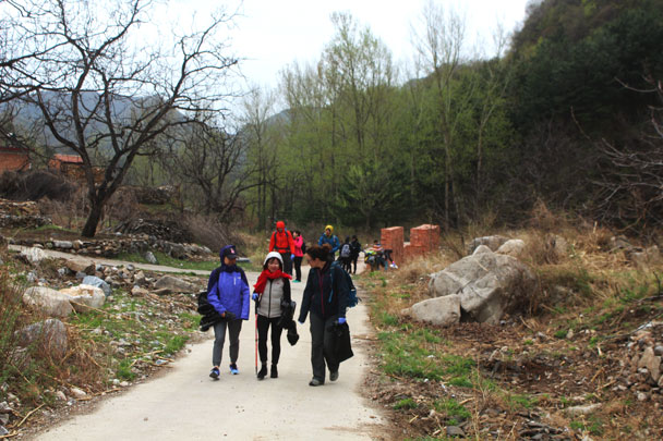 It was team event for this group of people - Earth Day clean up hike at the Jiankou Great Wall, 2018/04/22