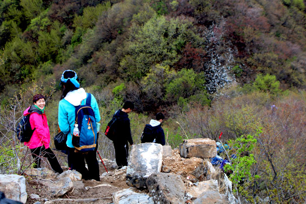 Here's one of the steep sections - Earth Day clean up hike at the Jiankou Great Wall, 2018/04/22