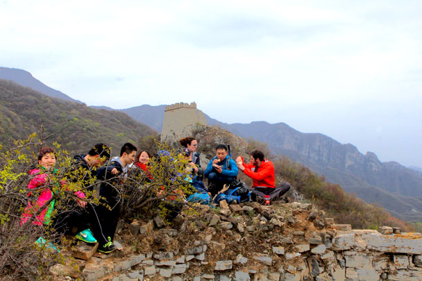 We stopped for a lunch break - Earth Day clean up hike at the Jiankou Great Wall, 2018/04/22