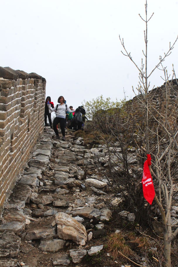 Coming down - Earth Day clean up hike at the Jiankou Great Wall, 2018/04/22