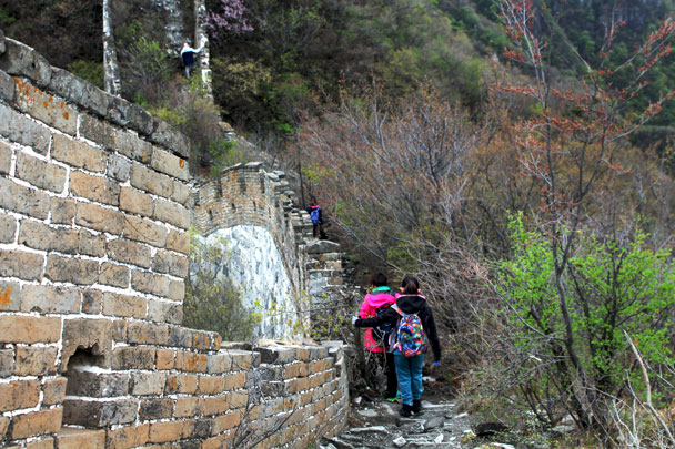 The kids didn't get tired, ever! - Earth Day clean up hike at the Jiankou Great Wall, 2018/04/22