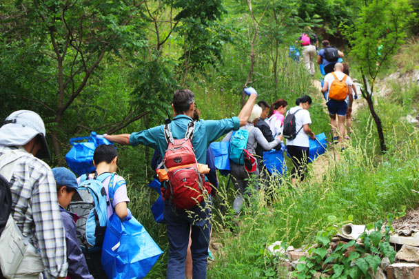 We hiked a narrow and overgrown track up into the forest - Waste-Free Wall clean up hike with Gung Ho and Patagonia, 2018/06/03