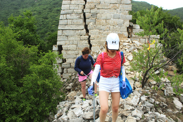 Coming around a tower - Waste-Free Wall clean up hike with Gung Ho and Patagonia, 2018/06/03