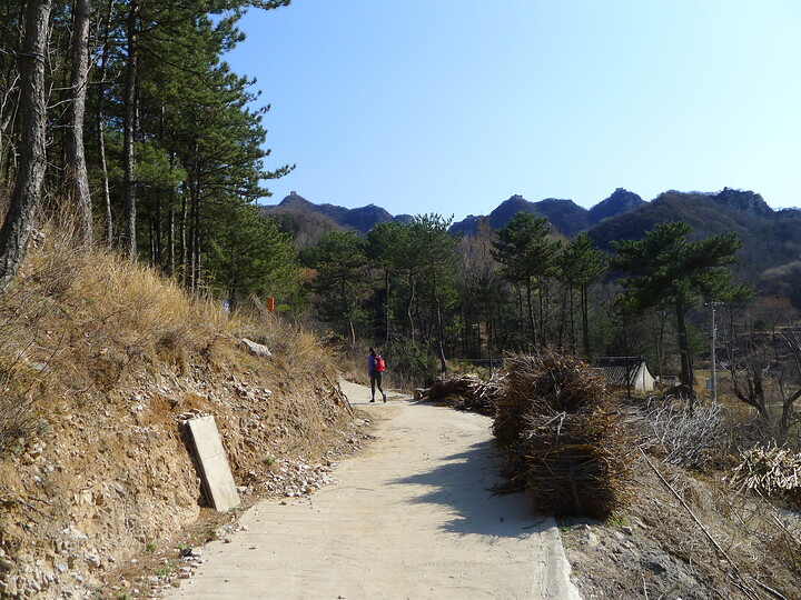 Jiankou Great Wall to Beigou Village sundown hike, 2021/04/04 photo #1