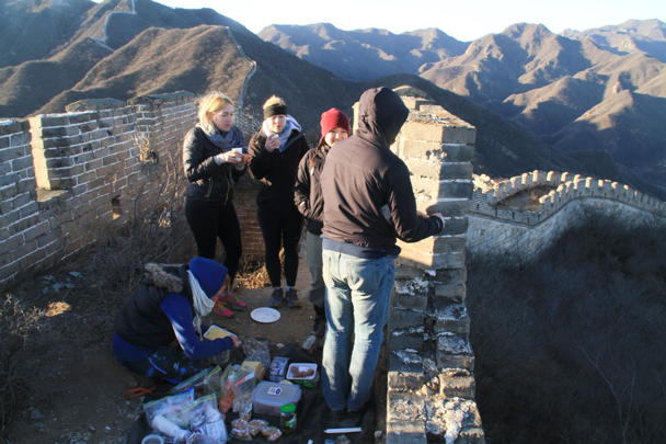 Breakfast with a view - Switchback Great Wall Camping, 2016/03/26
