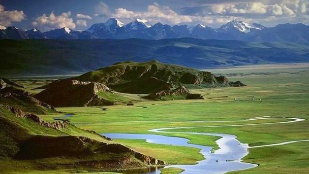 Mountains and rivers in Xinjiang