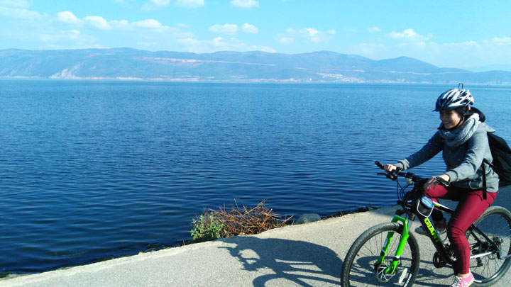 Cycling by Erhai Lake