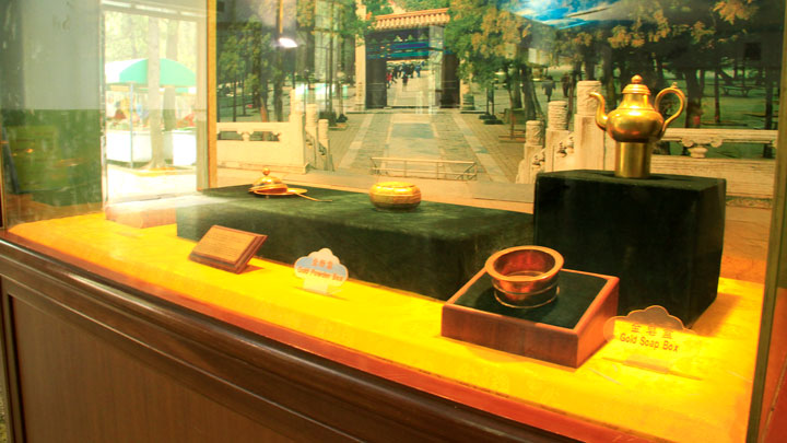 The museum at Ding Tomb holds some replicas of jewellery and clothing found during excavation