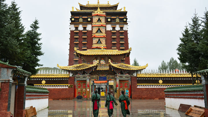 Visiting a temple near Lanzhou