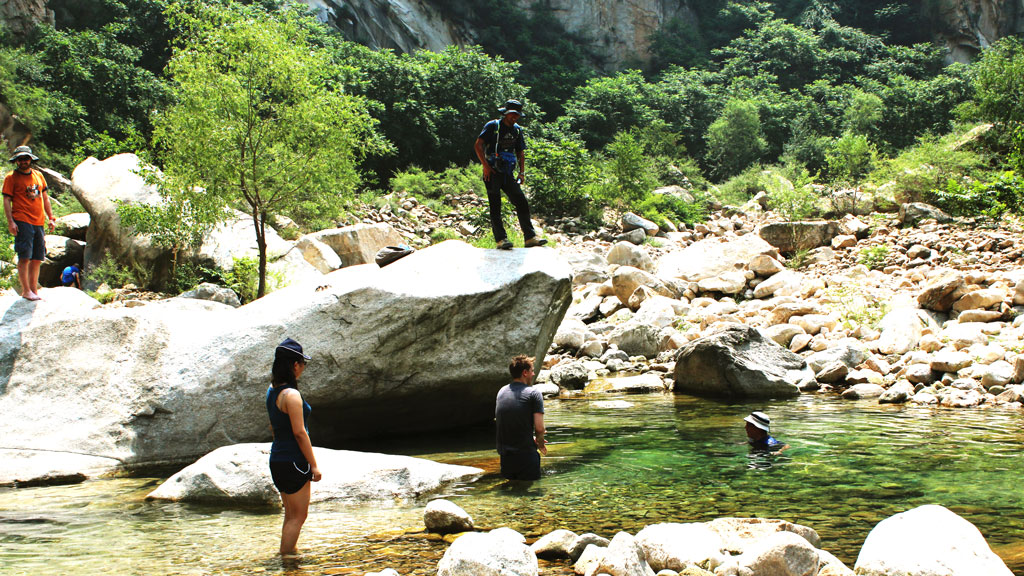 Yunmeng Gorge | Swimming at Yunmeng Gorge
