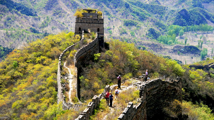 Hiking down a line of unrepaired 'wild' Great Wall