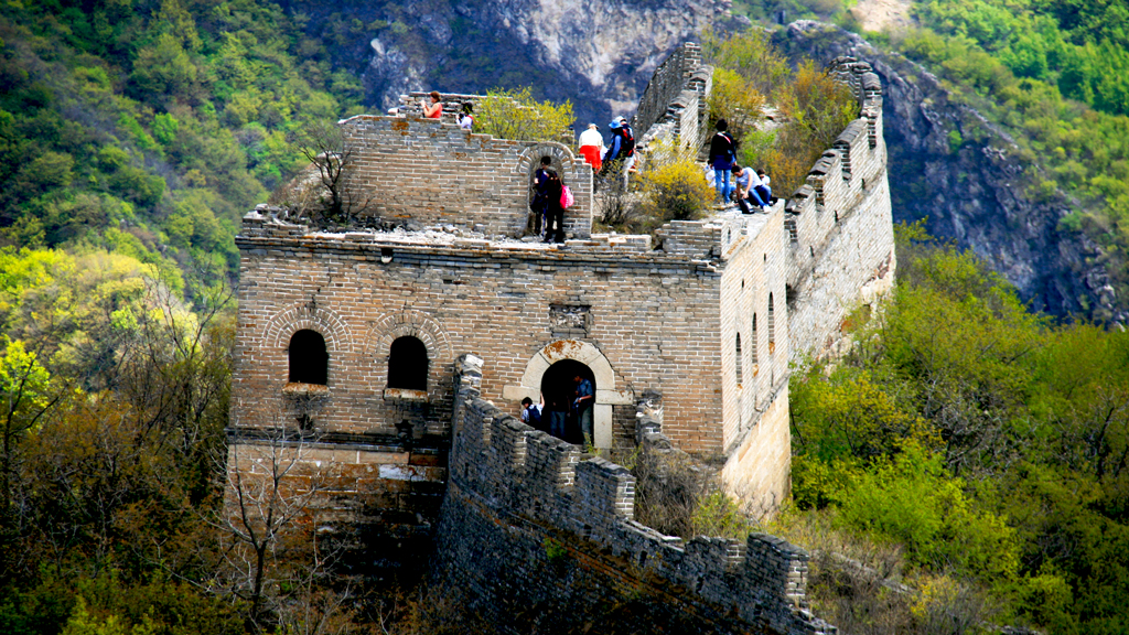 Great Wall Spur | Taking a break and exploring a large tower