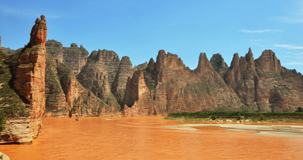 The cliffs of the Stone Forest Scenic Area, by the banks of the Yellow River