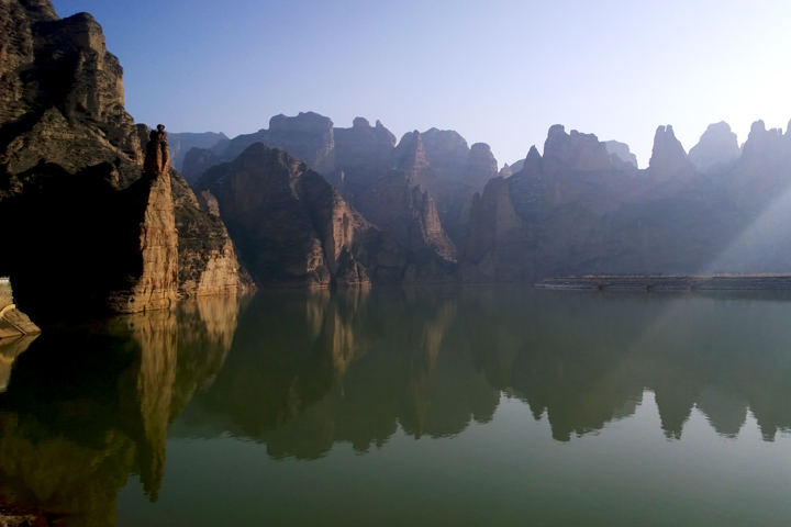 The cliffs of the Stone Forest Scenic Area, by the Yellow River