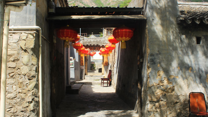 The entrance to a courtyard house in Cuandixia
