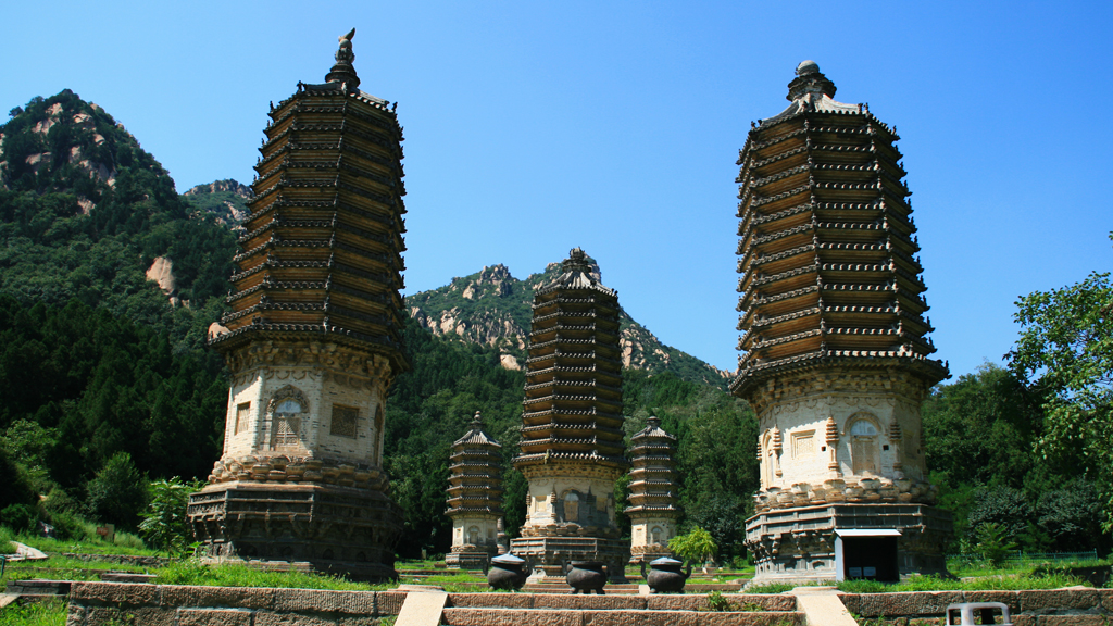 Silver Pagoda Loop | The Silver Pagodas stand on the site of a temple first built during the Tang Dynasty