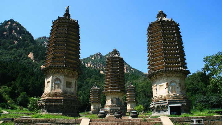 The Silver Pagodas stand on the site of a temple first built during the Tang Dynasty