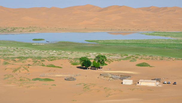 A tiny settlement by a lake in the Tengger Desert