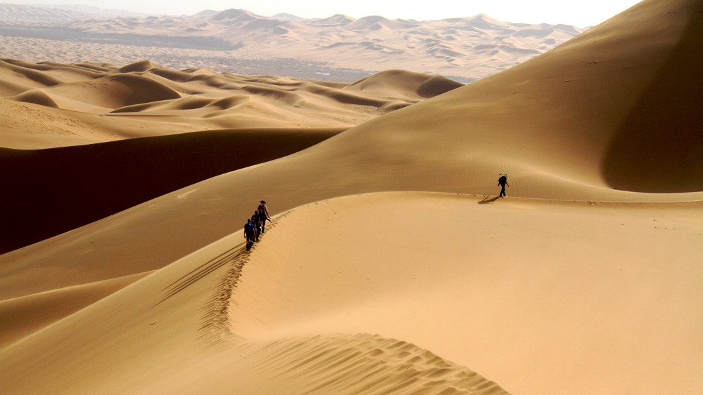 Tengger Desert, Inner Mongolia | Hiking through the huge dunes of the Tengger Desert in Inner Mongolia