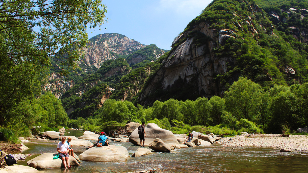 Master Gu's Cave and the White River | Taking a break by the river