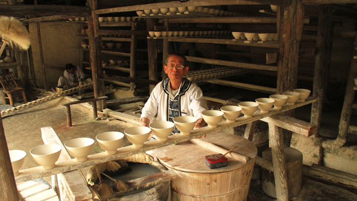 An artisan and his porcelain wares in Jingdezhen