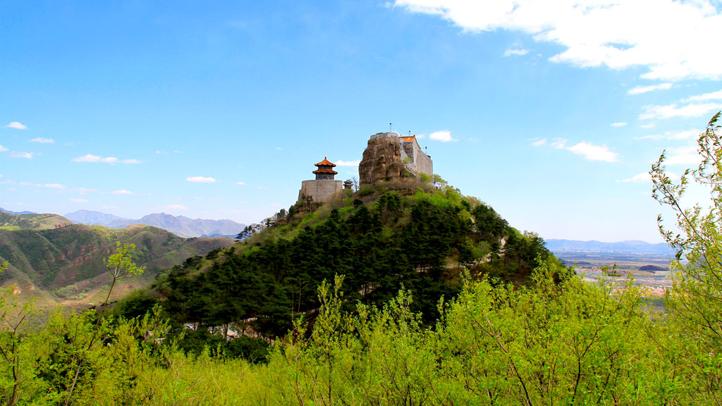 Yajishan Temples, Pinggu | The temples atop the mountain, seen from the back trail