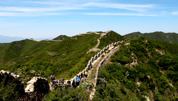 Zhenbiancheng Great Wall | A long line of rough Great Wall in the mountains of Zhangjiakou's Huailai County
